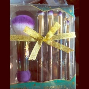 Make up brushes $4 with any purchase